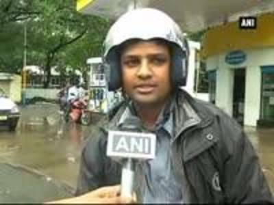 News video: People in Mumbai and Delhi welcome slashing of petrol price